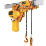 Construction material lifting hoist